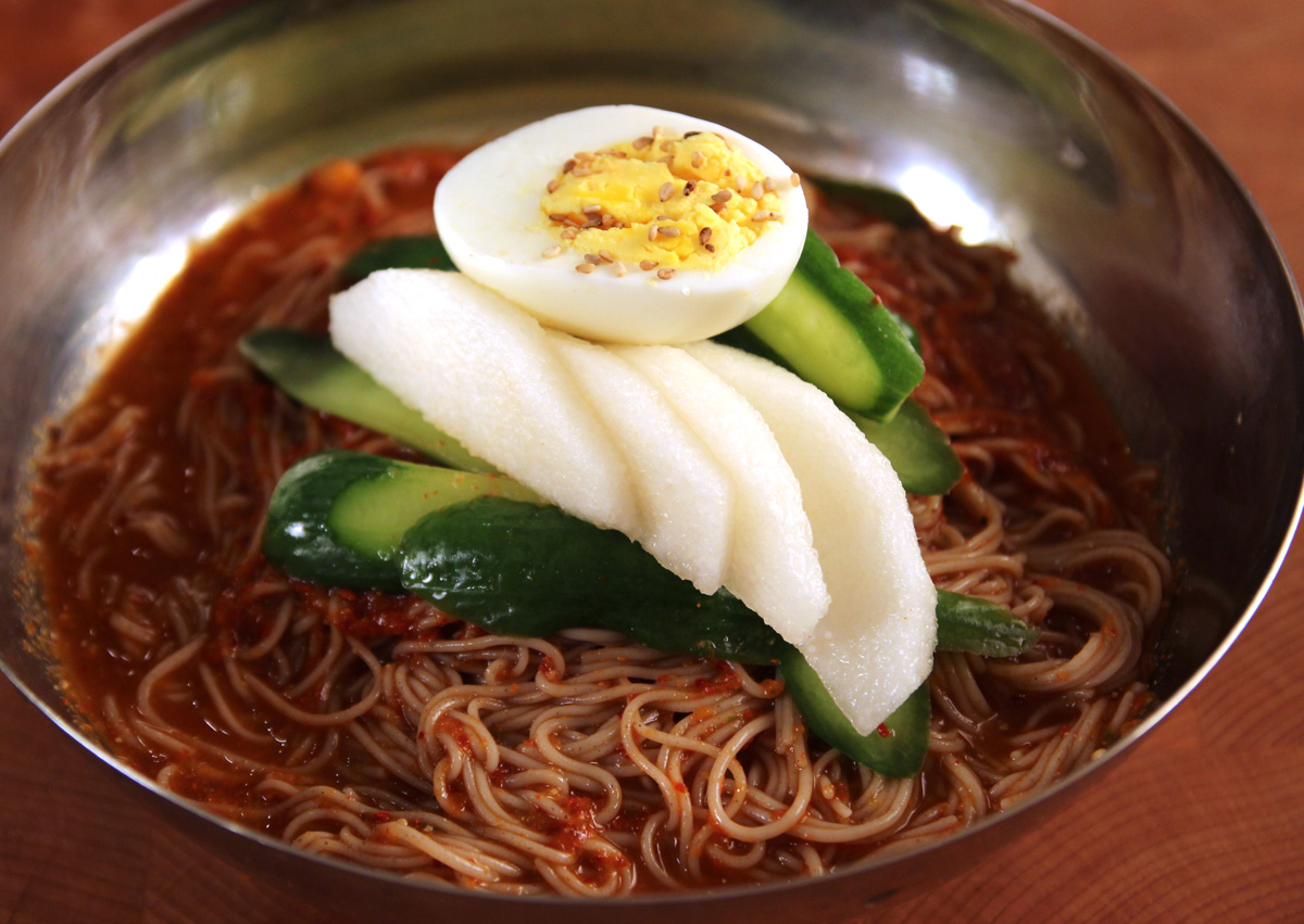Bibim-naengmyeon (Cold spicy mixed noodles) recipe - Maangchi.com