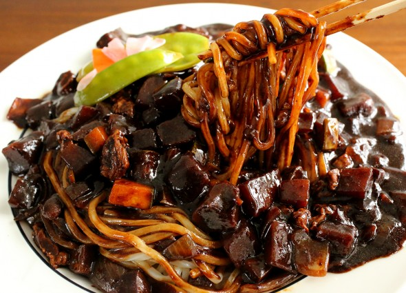 blackbean-noodles (jjajangmyeon: 자장면)