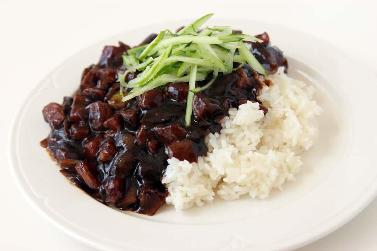 Jjajangmyeon Noodles In Blackbean Sauce Recipe Maangchi Com