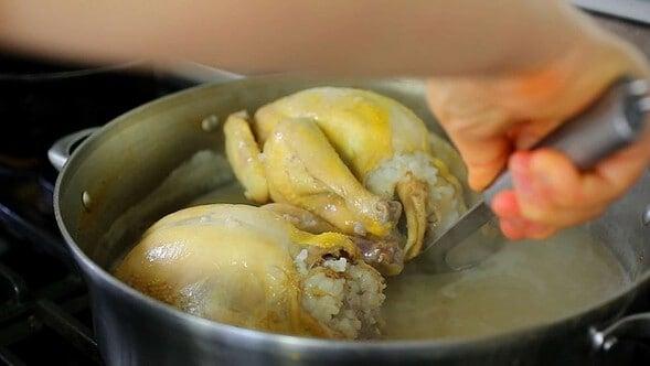 samgyetang (ginseng chicken soup: 삼계탕)