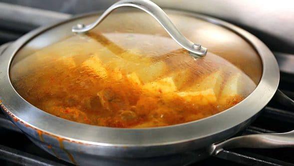 Kimchi stew (kimchijjigae: 김치찌개)