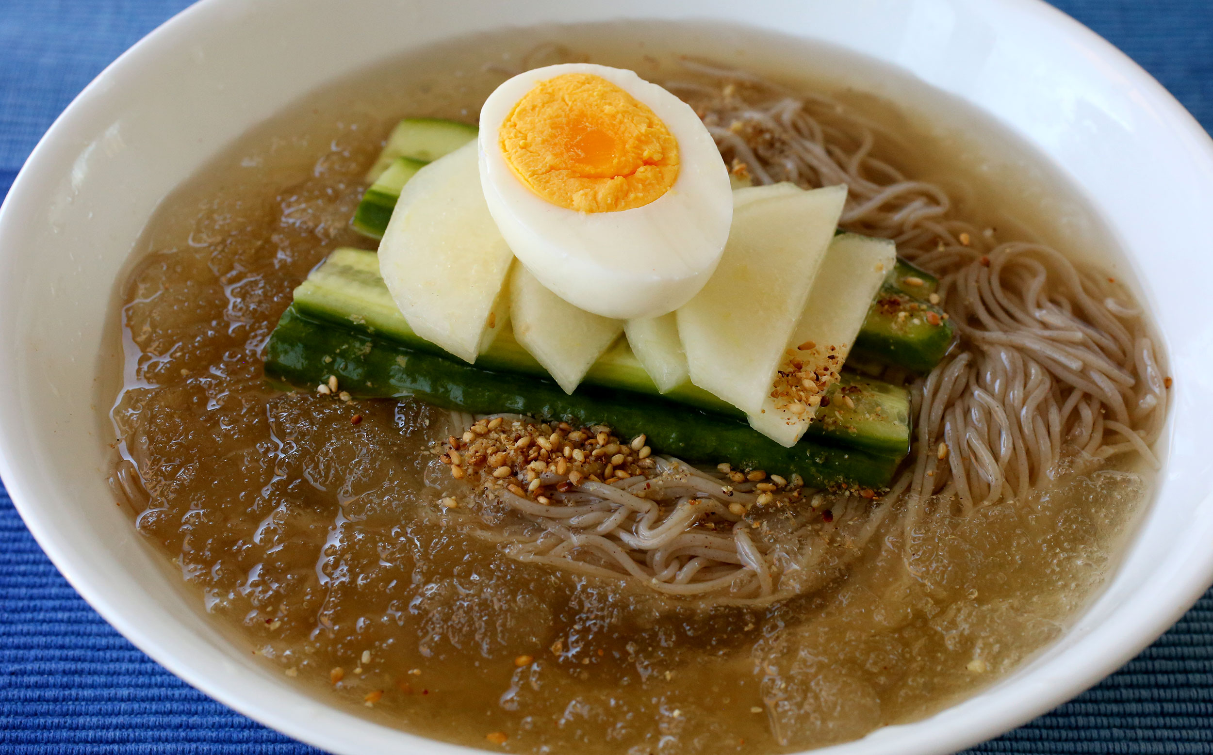 Mul-naengmyeon (Korean cold noodles in chilled broth) 물냉면 recipe -  Maangchi.com
