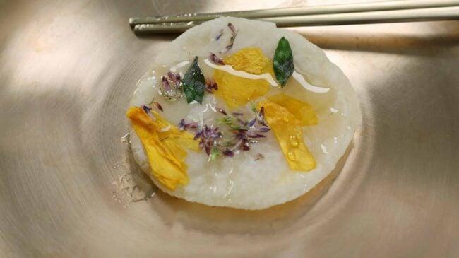 화전 (Korean pan-cooked rice cake with flowers)