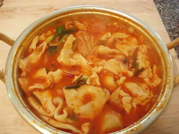 spicy kimchi sujebi