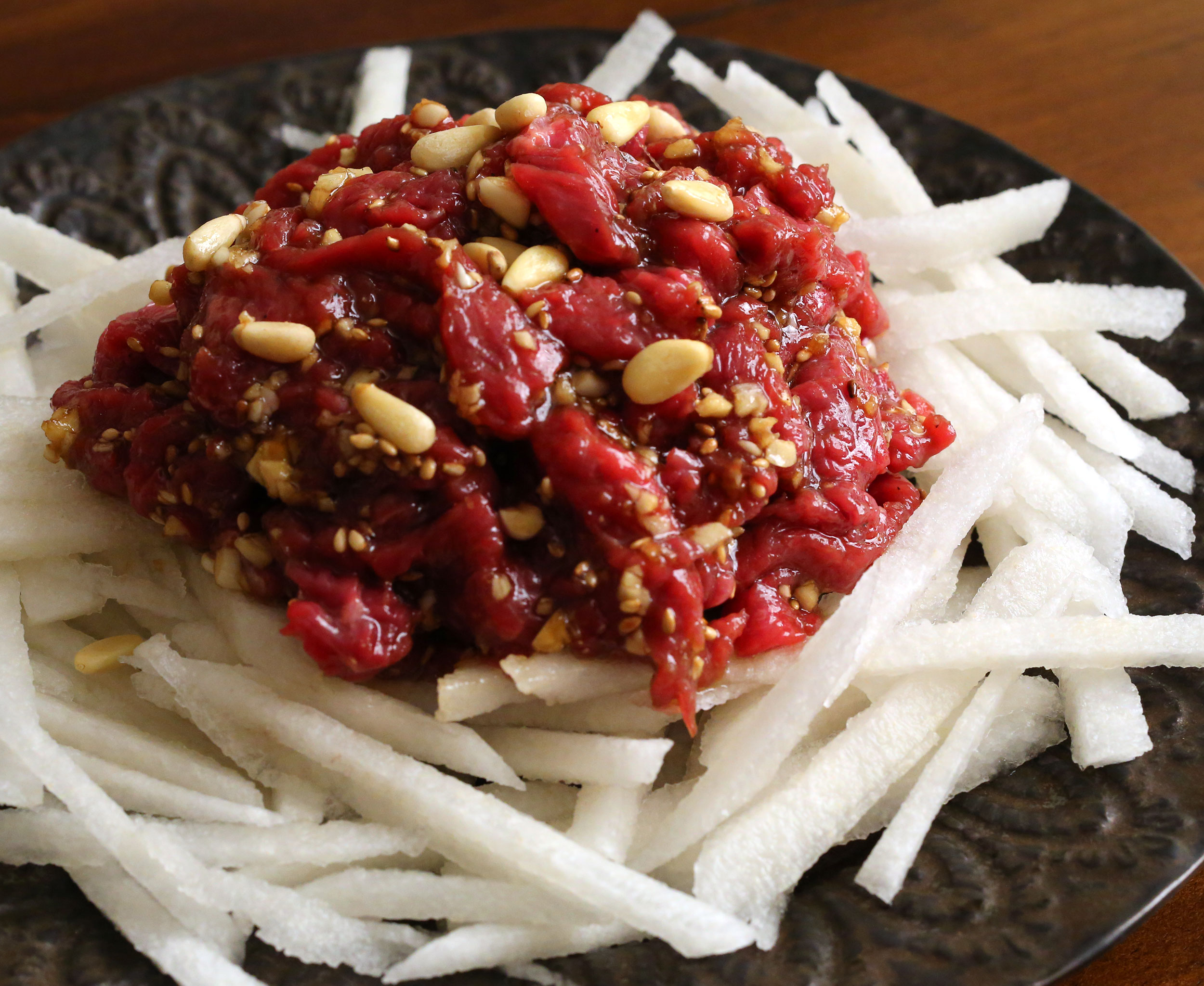 Seasoned raw beef yukhoe recipe maangchi seasoned rawbeef forumfinder Images