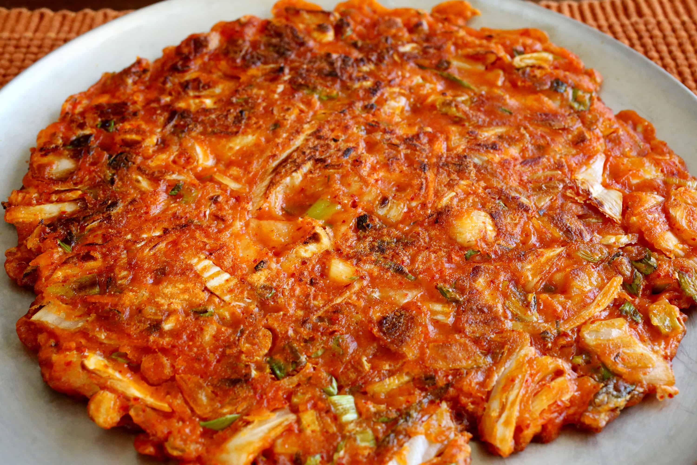 kimchi pancake kimchijeon recipe maangchi com