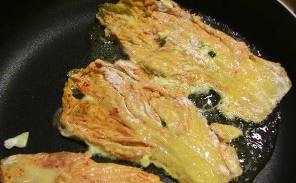 kimchi-leaf-on-the-pan