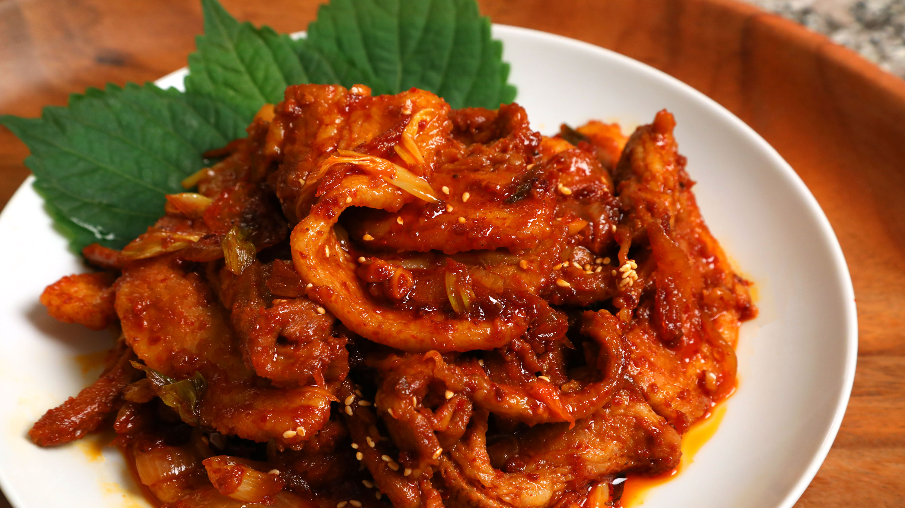 spicy stir fried pork dwaejigogi bokkeum recipe maangchi com