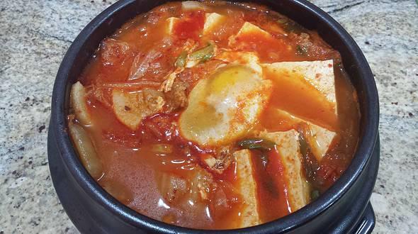 Kimchi stew (Kimchi-jjigae김치찌개)