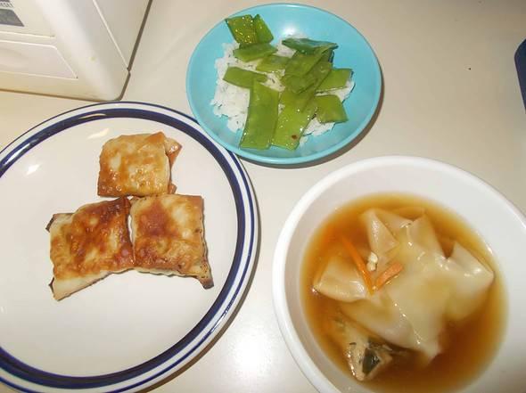 Yaki mandu and mandu soup
