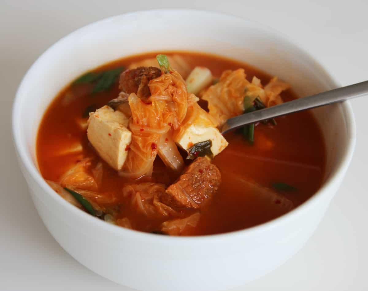 Kimchi soup (Kimchi-guk) recipe