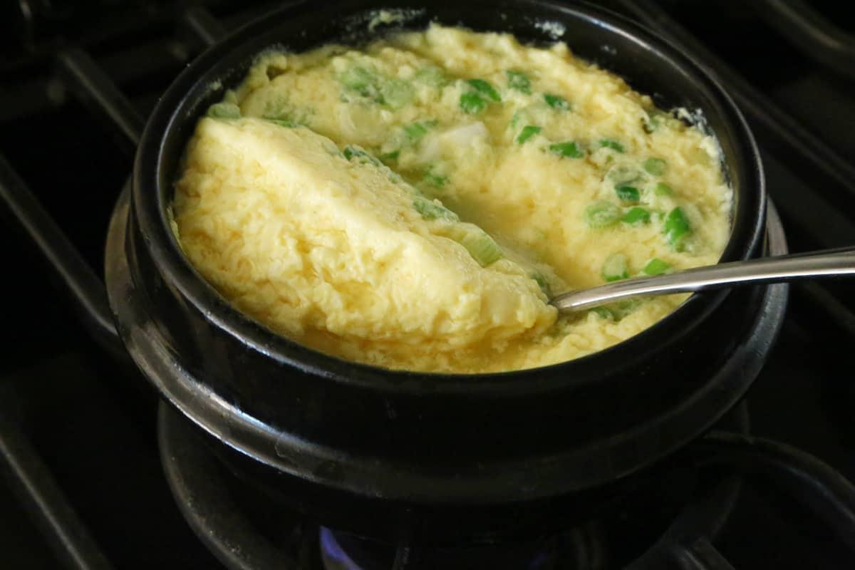 Korean Food Photo Fluffy Steamed Eggs Maangchi Com