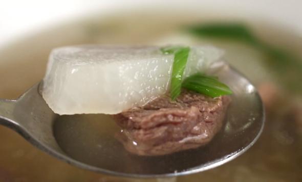 Korean beef and radish soup (쇠고기무국)