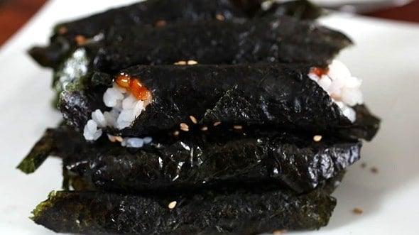 Yakgochujang gimbap (약고추장 김밥)