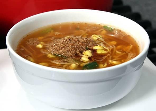 Soybean sprout soup (kongnamulguk: 콩나물국)