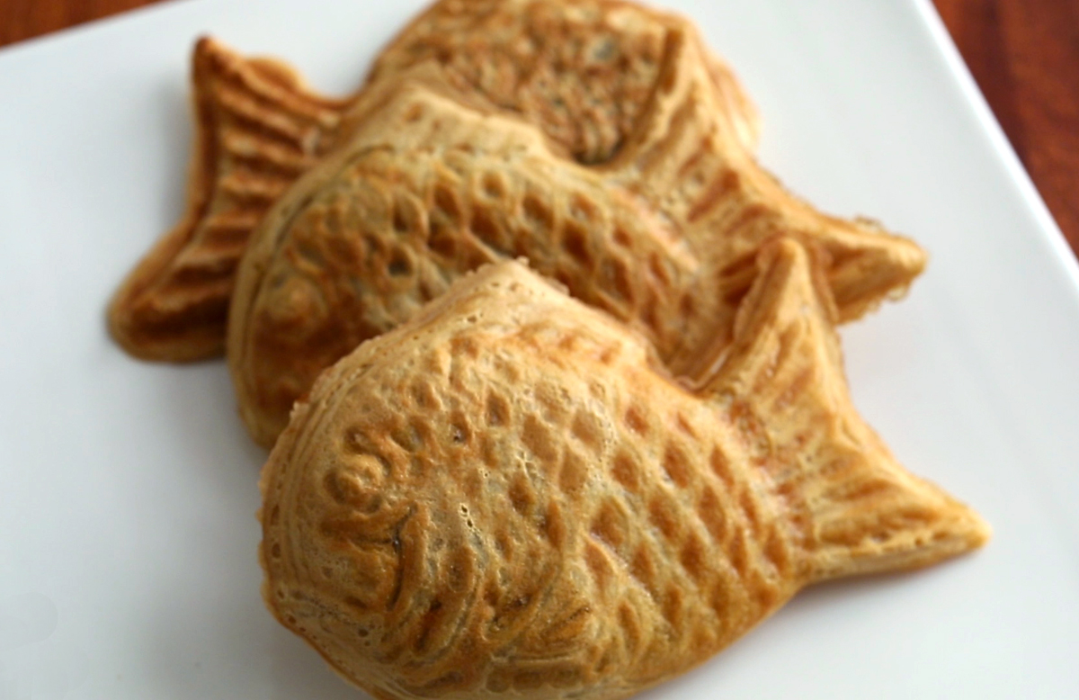 Fish shaped bread with sweet red bean filling bungeoppang for Fish plates near me