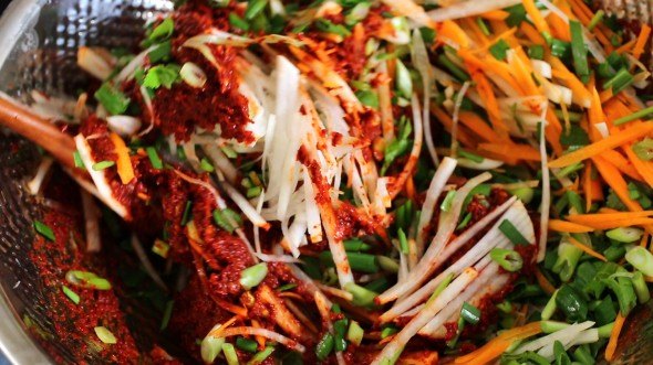 kimchi paste (김치속)