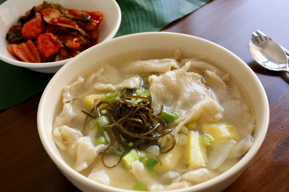 sujebi (Korean hand torn noodle soup: 수제비)