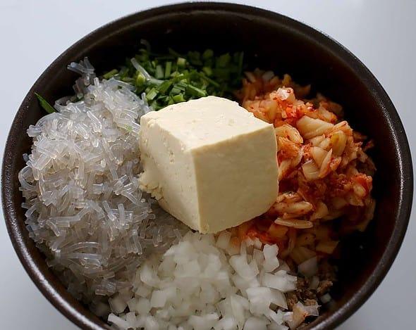 kimchi mandu filling