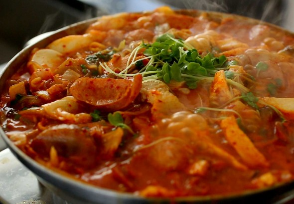 Budae jjigae (Army Base Stew: 부대찌개)