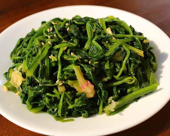 Korean Spinach Side Dish (Sigeumchi-namul: 시금치나물)