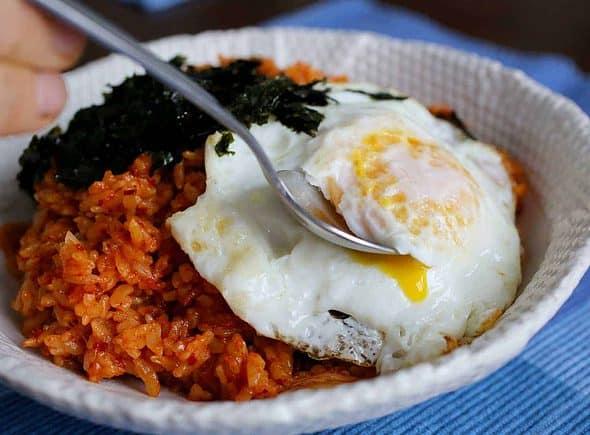 Kimchi fried rice (kimchi-bokkeumbap: 김치볶음밥)