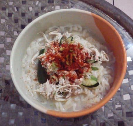 kalguksu (knife-cut noodle soup: 칼국수)