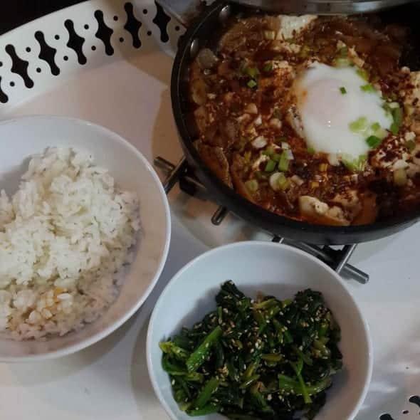 sundubu jjigae (spicy soft tofu stew: 순두부찌개)