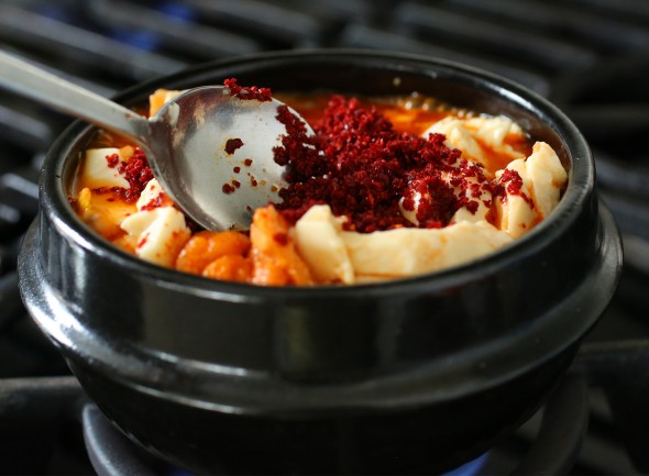 sundubu-jjigae (순두부찌개: Korean spicy soft tofu stew)