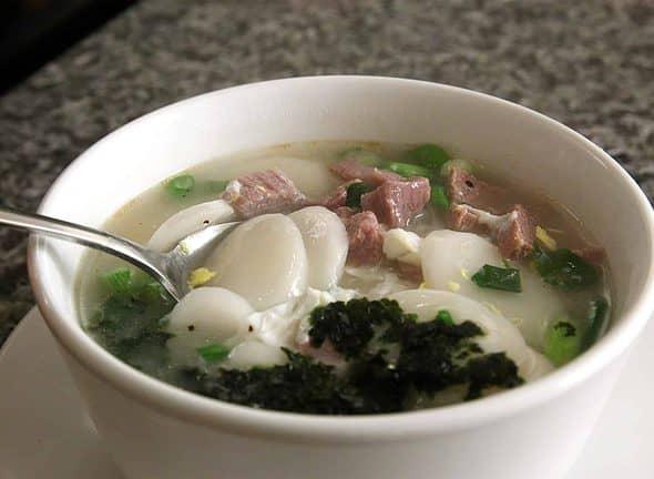 tteokguk (rice cake soup: 떡국)