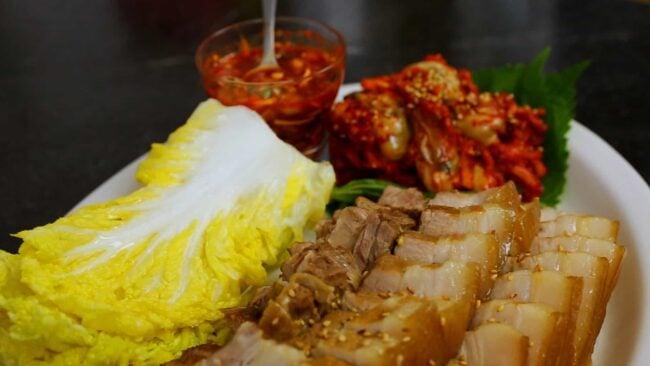 bossam (pork wraps: 보쌈)