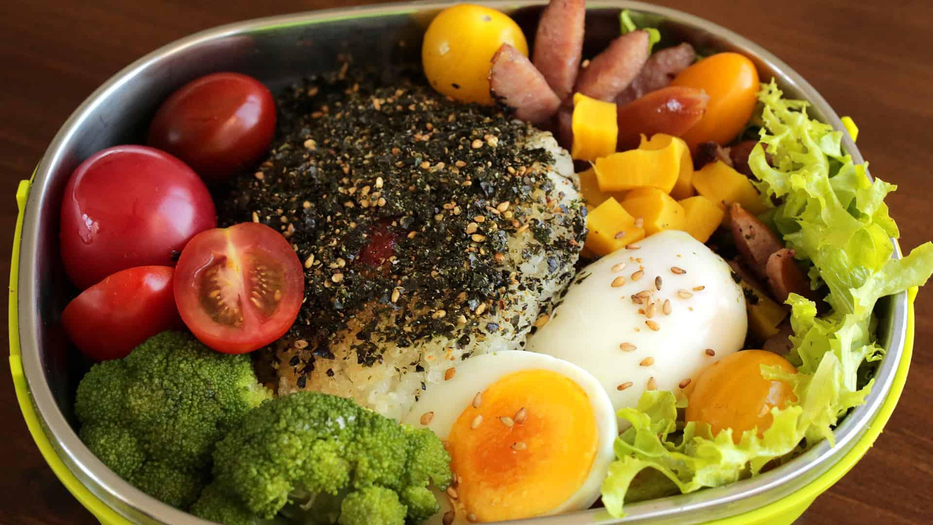 Rice Balls In Seaweed Flakes (Gimgaru Jumeokbap) Recipe