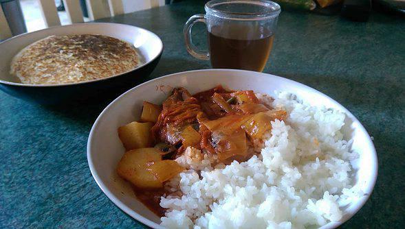 Kimchi godeungeo-tongjorim jjigae with nurungji & sungnyung