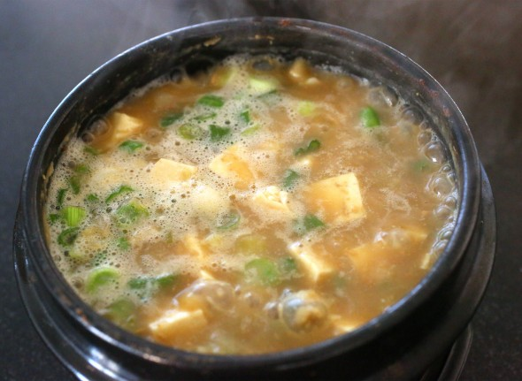 Doenjangjjigae (Korean fermented soybean paste stew: 된장찌개)
