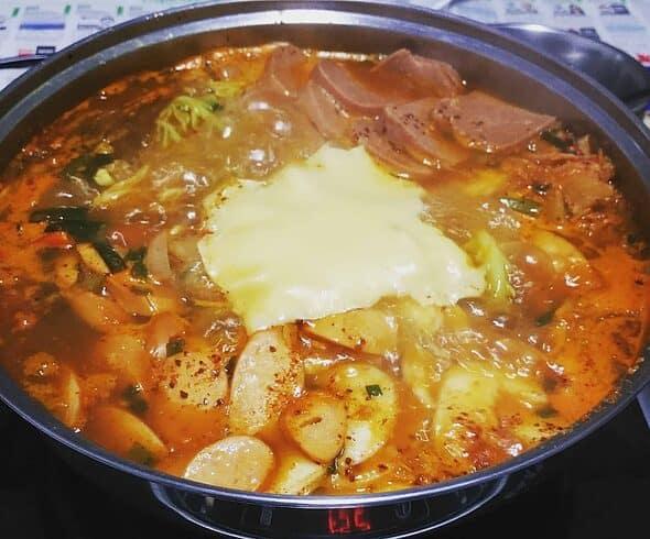 Easy & Tasty Dish - Budae Jjigae 부대찌개