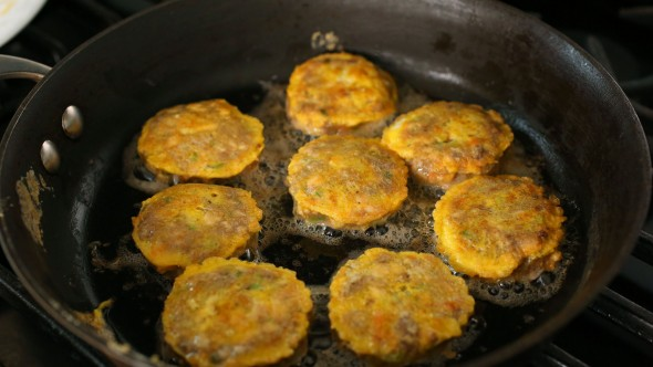 Wanja-jeon (Pan-fried meat & tofu patties: 완자전)