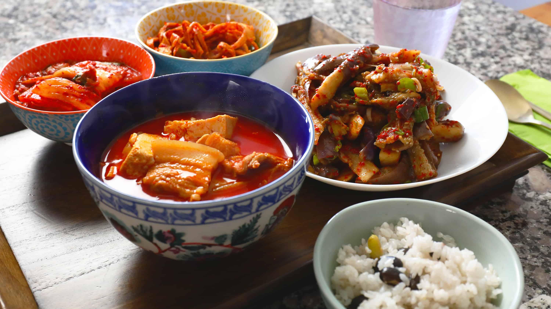 Ttukbaegi-bulgogi   Recipe   Korean food recipes ...