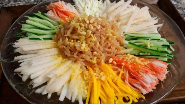 Cooking korean food with maangchi korean cooking recipes videos jellyfish saladhaepari naengchae forumfinder Gallery