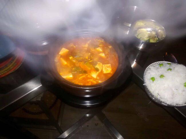 Steaming kimchi-guk