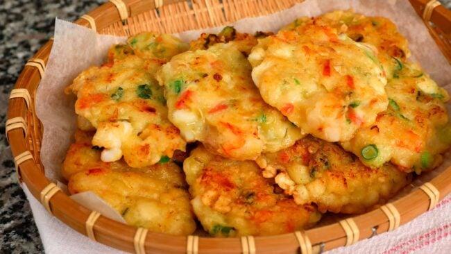 seafood pancakes (haemuljeon: 해물전)
