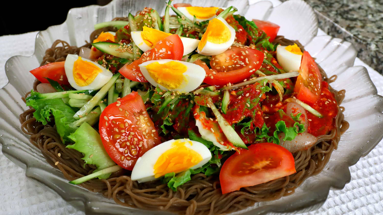 Cold spicy platter noodles (Jaengban-guksu: 쟁반국수)