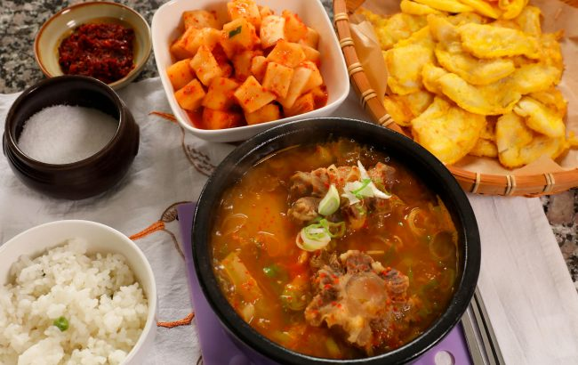 Korean oxtail soup table
