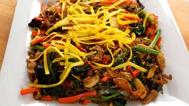 japchae (Korean stir-fried noodles with vegetables, meat, and mushrooms) 잡채