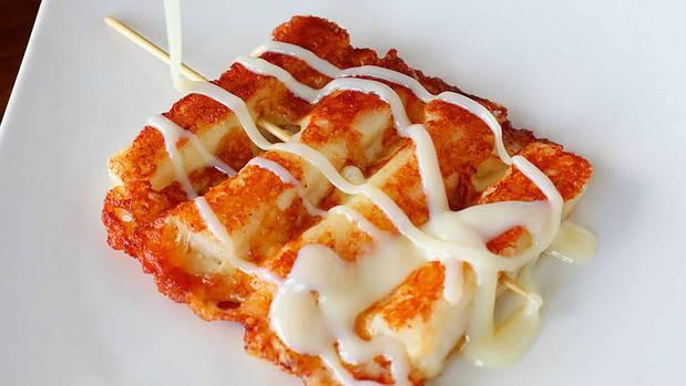 Grilled Cheese & Rice cake skewers Cheese-tteok-kkochi: 치즈떡꼬치