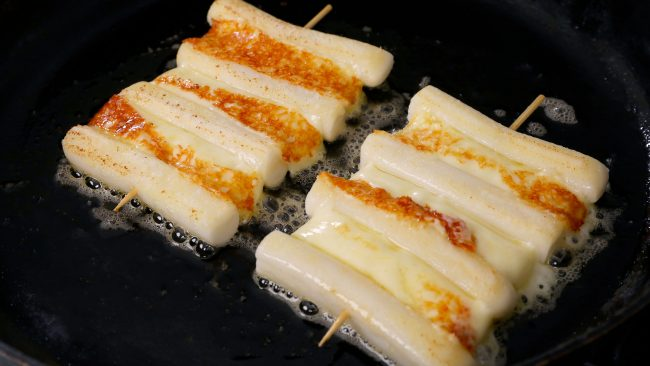 Grilled Cheese & Rice cake skewers Cheese-tteok-kkochi: 치즈떡꼬치