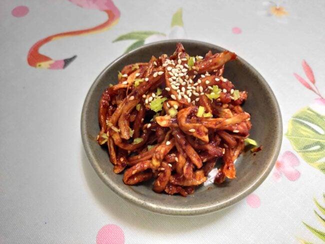 Seasoned dried radish strips