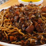 Noodles and black bean sauce platter 쟁반짜장면