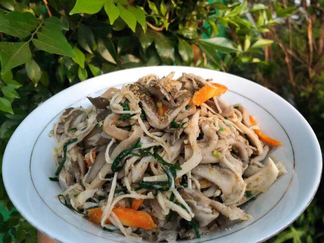Stir-fried Oyster Mushrooms (느타리버섯볶음)