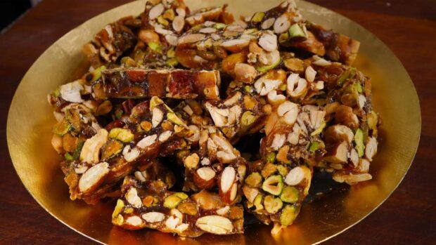 Crunchy nut candy (엿강정) yeot-gangjeong