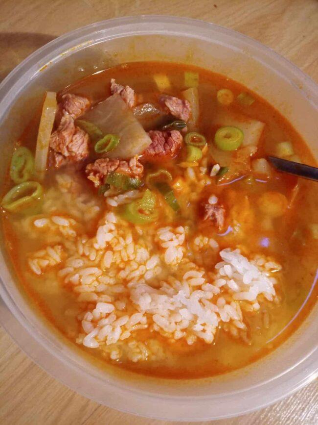 Maeun muguk (Spicy beef and radish soup)